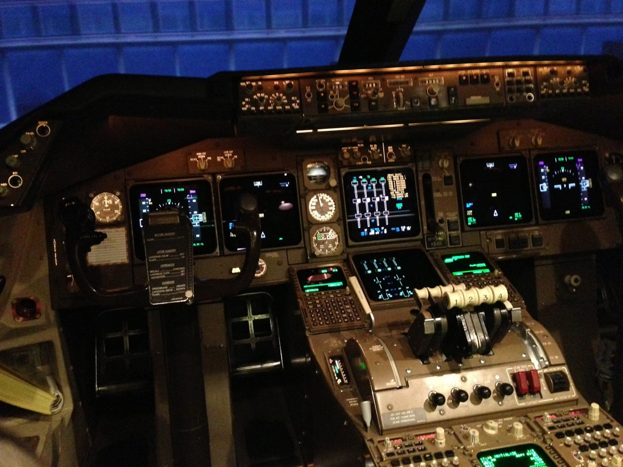 Practicing Approaches into Heathrow in Boeing 747 Flight Simulator